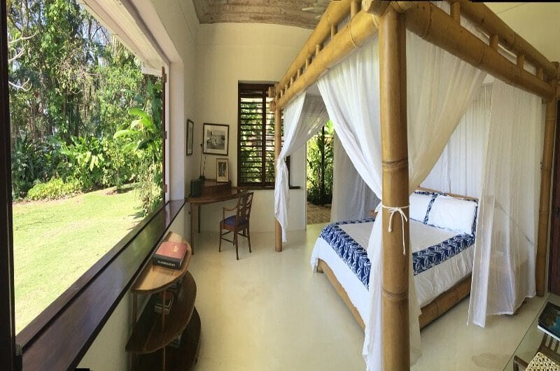 Ian Fleming bed in his Villa Goldeneye Jamaica