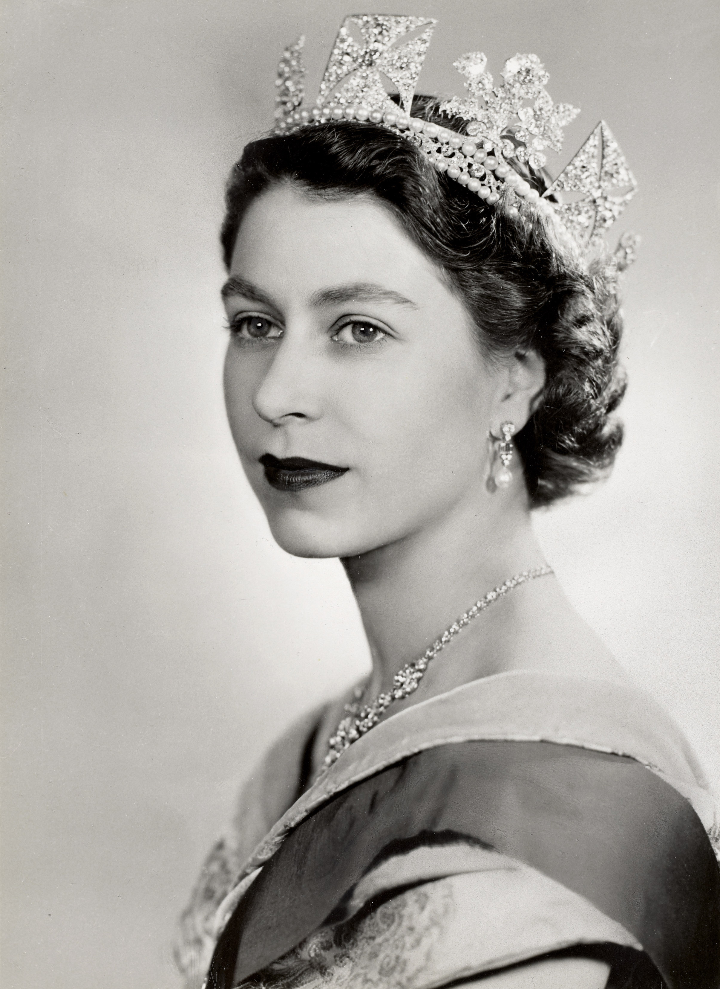 HM Queen Elizabeth II, The Queen: Portraits of a Monarch - Windsor Castle
