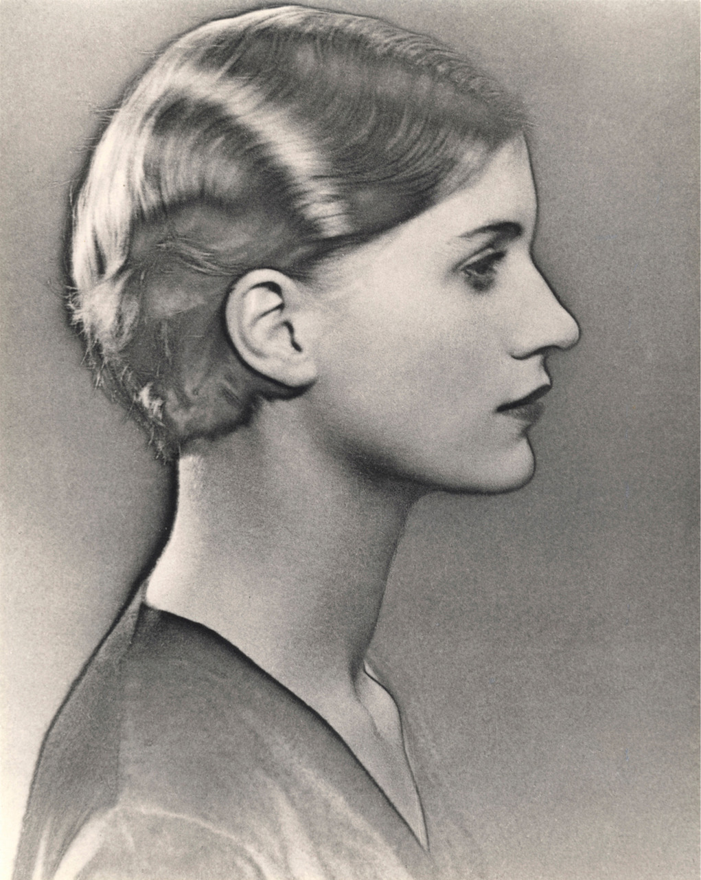 Solarized-portrait-of-Lee-Miller-by-Man-Ray1930