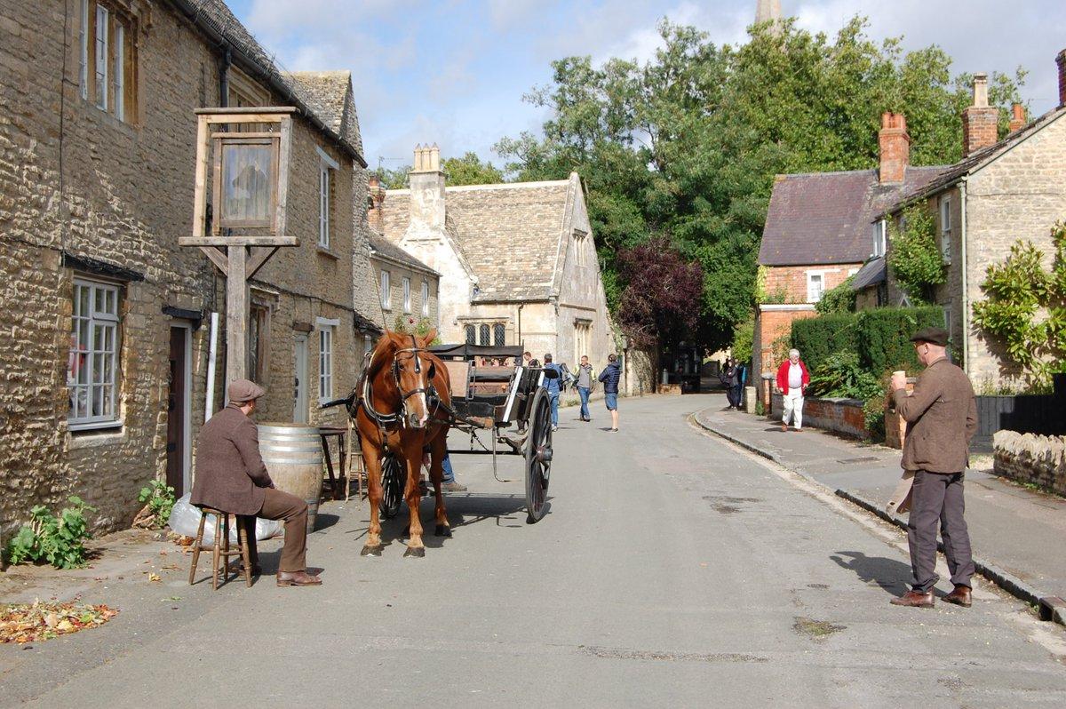 Bampton-Downton-Abbey-Oxfordshire-Cotswolds-England