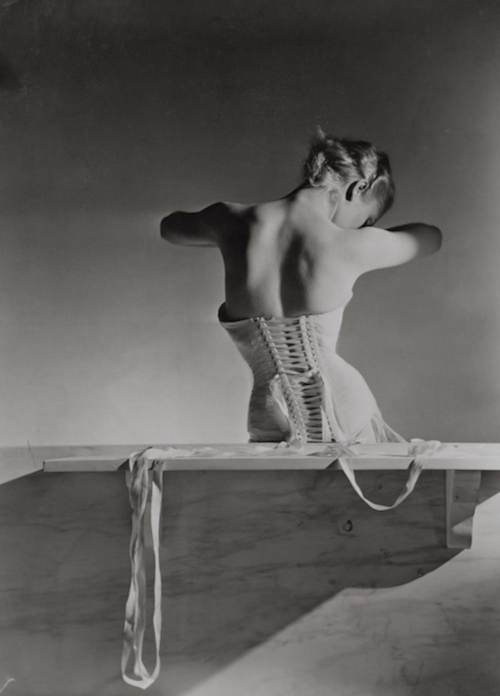 6._Corset_by_Detolle_for_Mainbocher_1939__Conde_Nast_Horst_Estate