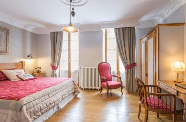 Cauterets Hotel du Lion d'Or bedroom