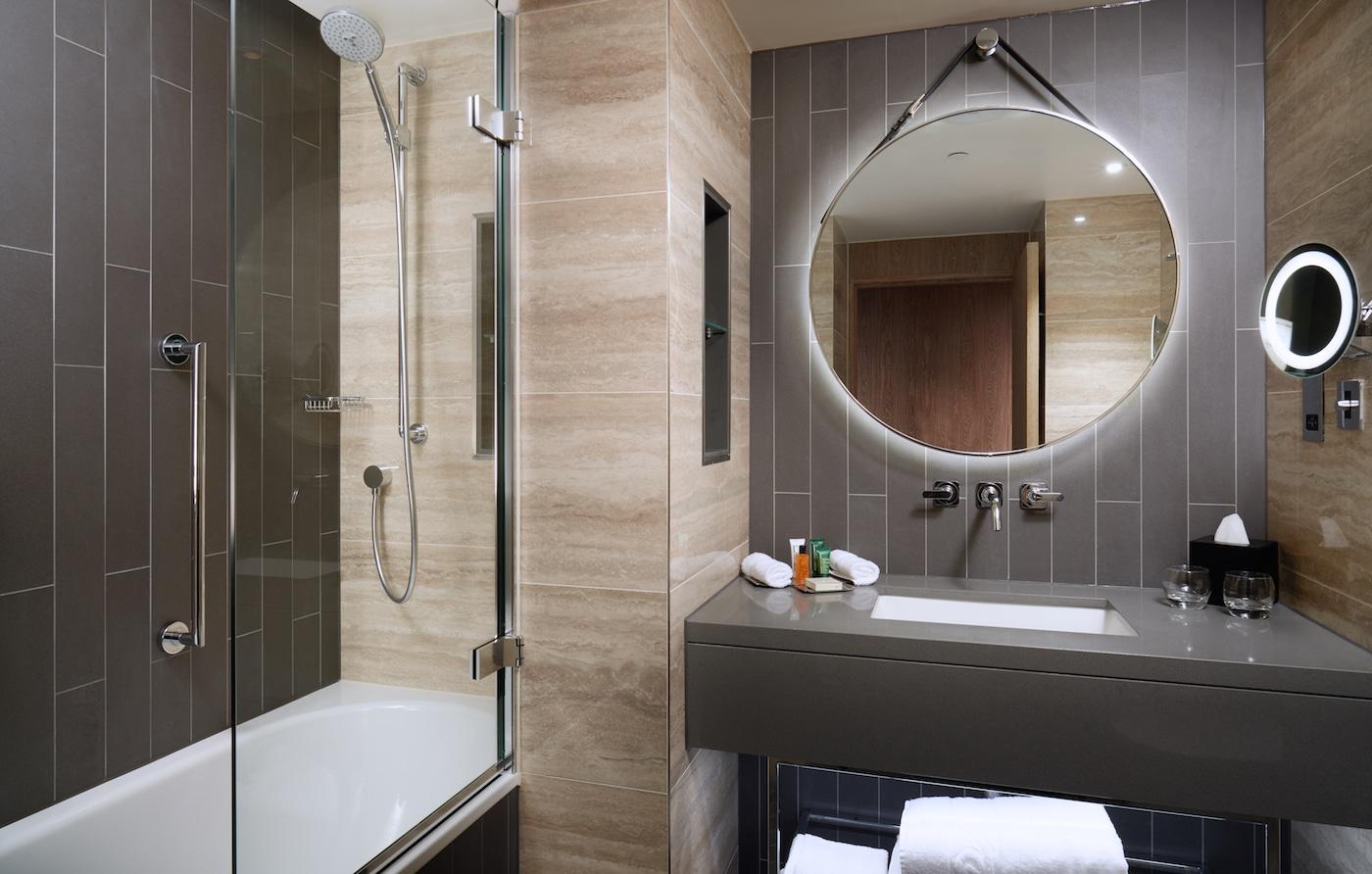 Hilton London Bankside Hotel Guestroom Bathroom