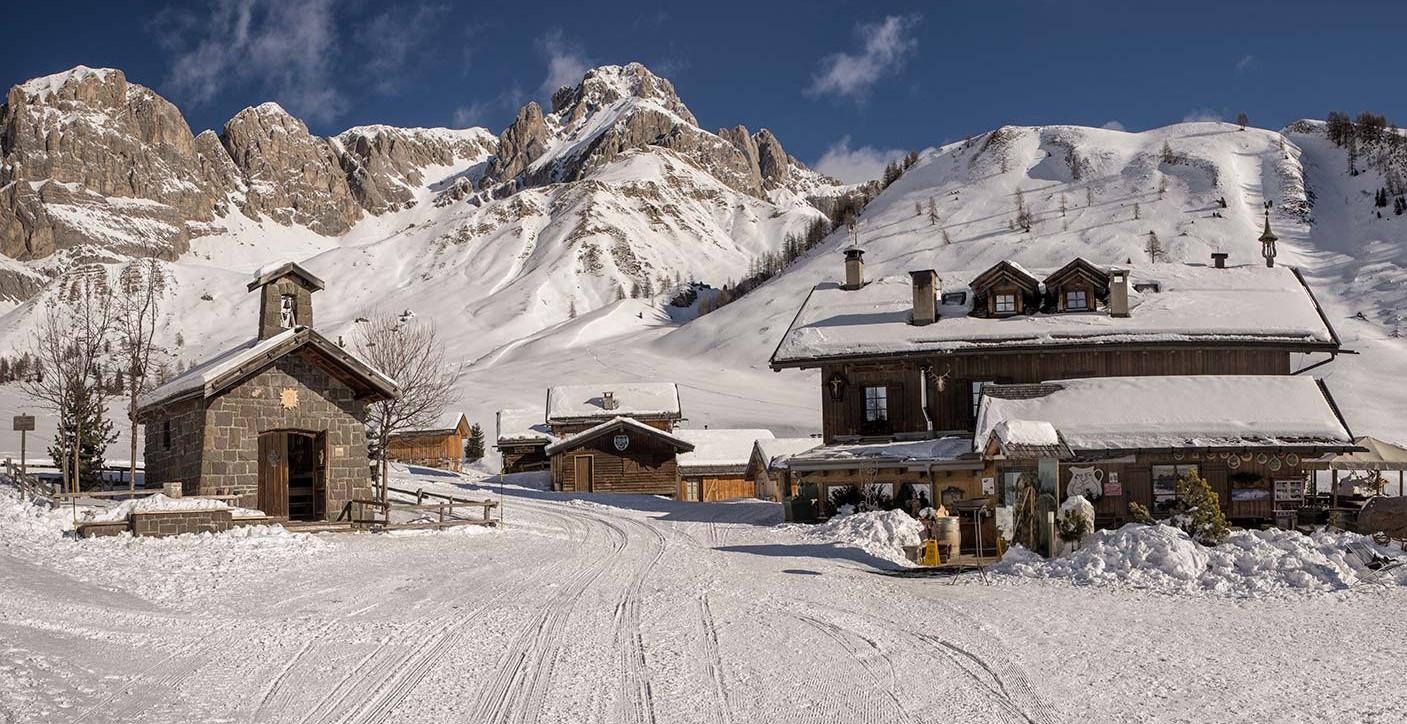 Hotel Restaurant Rifugio Refuge Fuciade, Passo San Pellegrino , Dolomites