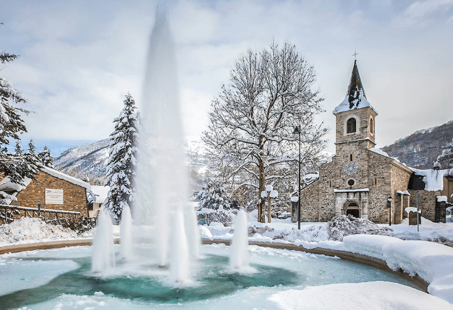 ski pyrenees mercure-hotel-saint-lary-sensoria-fontaine-eglise-