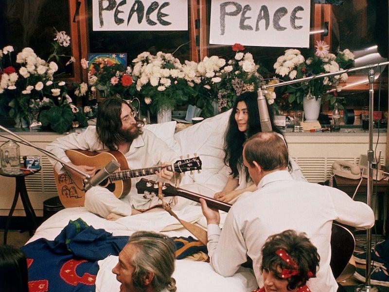 John-Lennon-Yoko-Ono-bed-peace-montreal