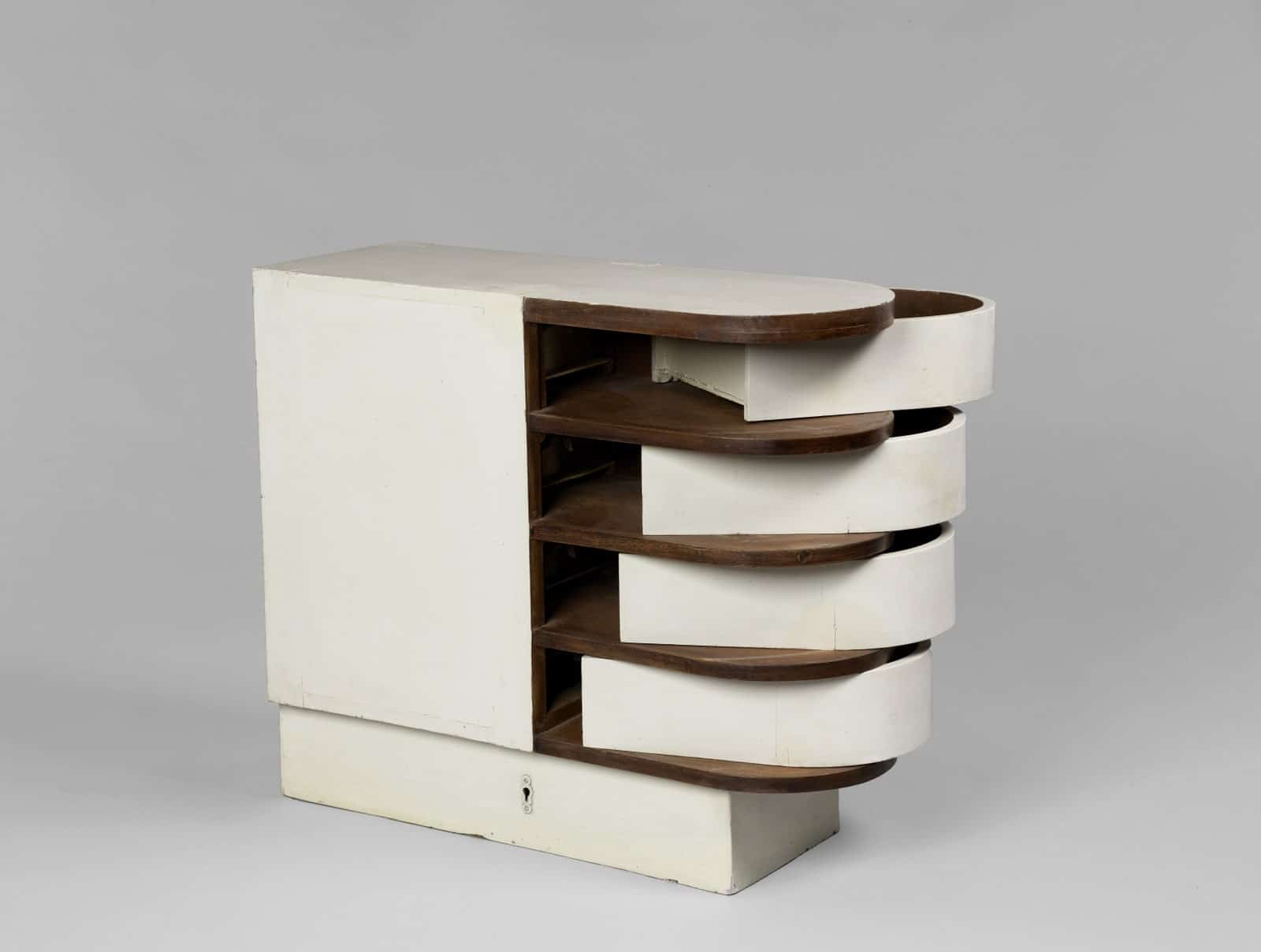 Eileen Gray Space saving drawers